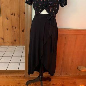 Dresses & Skirts - Wrap style midi skirt